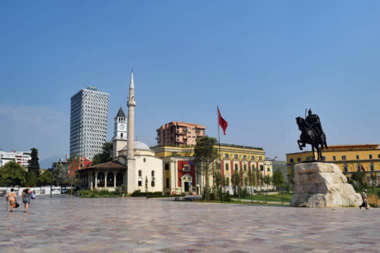 tirana albania praça