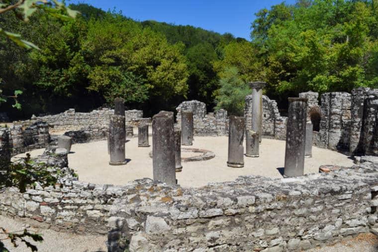 butrint albania batistério