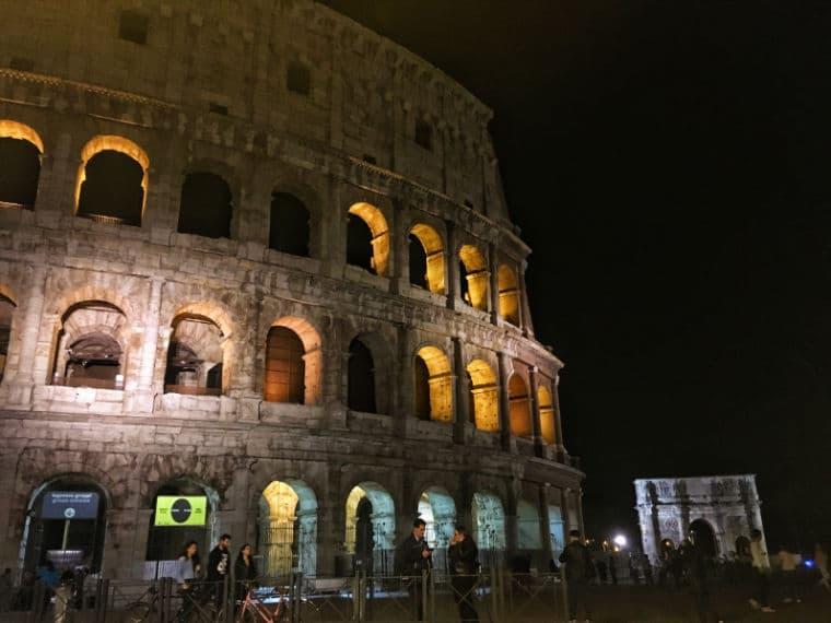 la luna su colosseo roma passeio