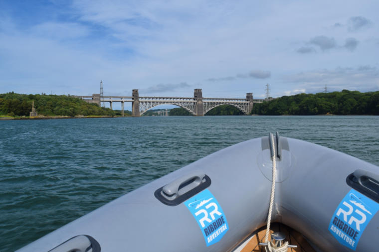 pais de gales turismo barco