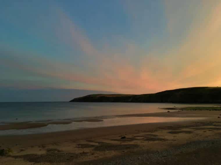 pais de gales turismo por do sol praia