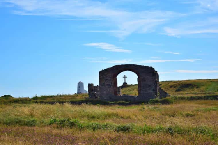 Llanddwyn ilha do amor pais de gales ruinas