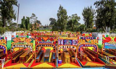 Passeio nas coloridas trajineras de Xochimilco, na Cidade do México