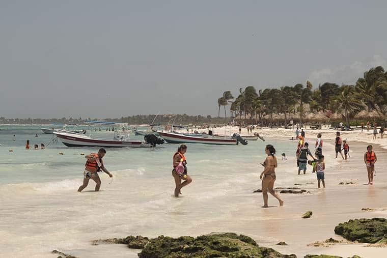 akumal nadar com tartarugas México