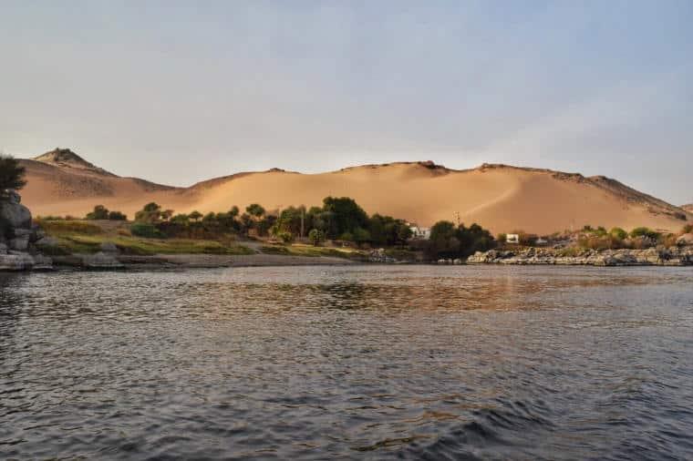 barco no rio nilo aswan