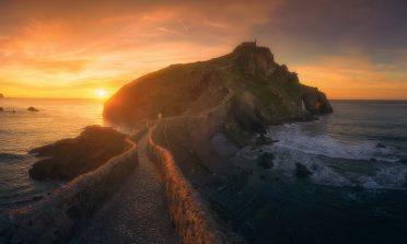 San Juan de Gaztelugatxe e a bela escadaria sobre as rochas no País Basco