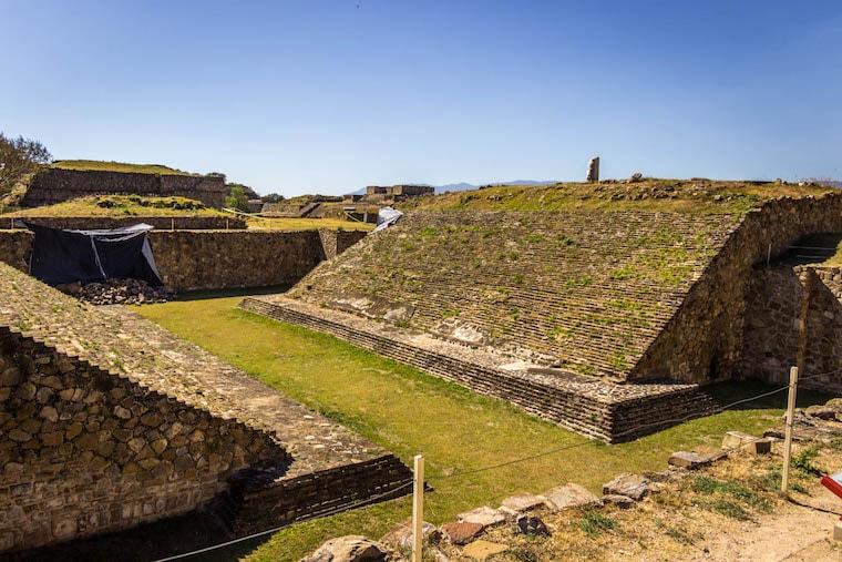 Vista as ruinas arqueológicas de Monte Albán, em Oaxaca