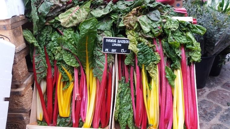 Acelgas coloridas à venda na Itália