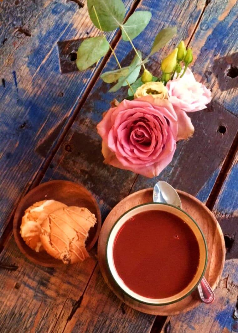 o que fazer em manchester bonbon cafe
