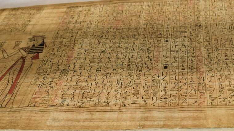 museu no egito papiro