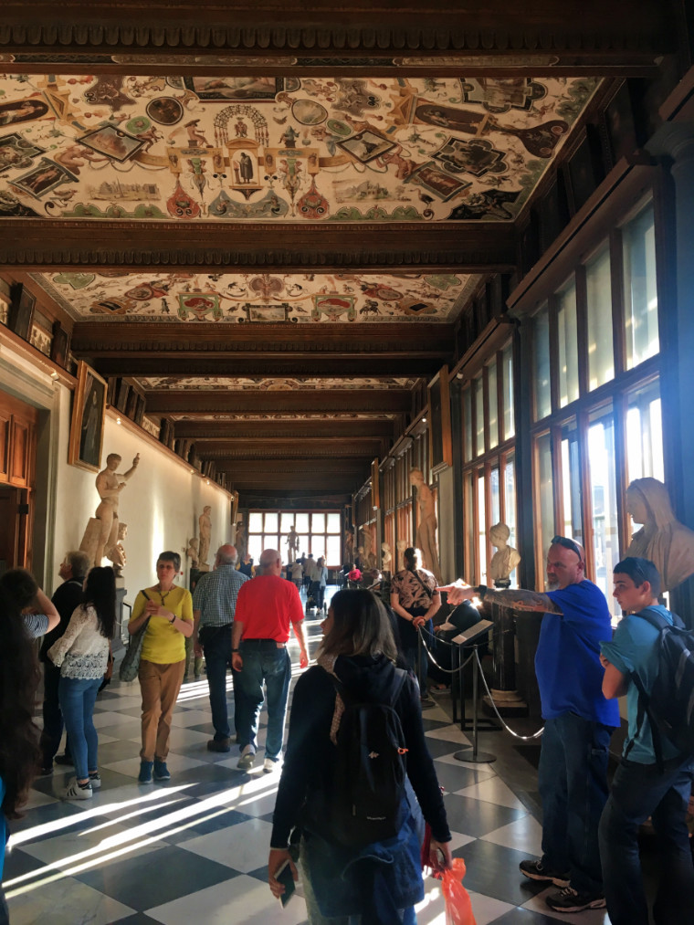museus em florença uffizi corredor