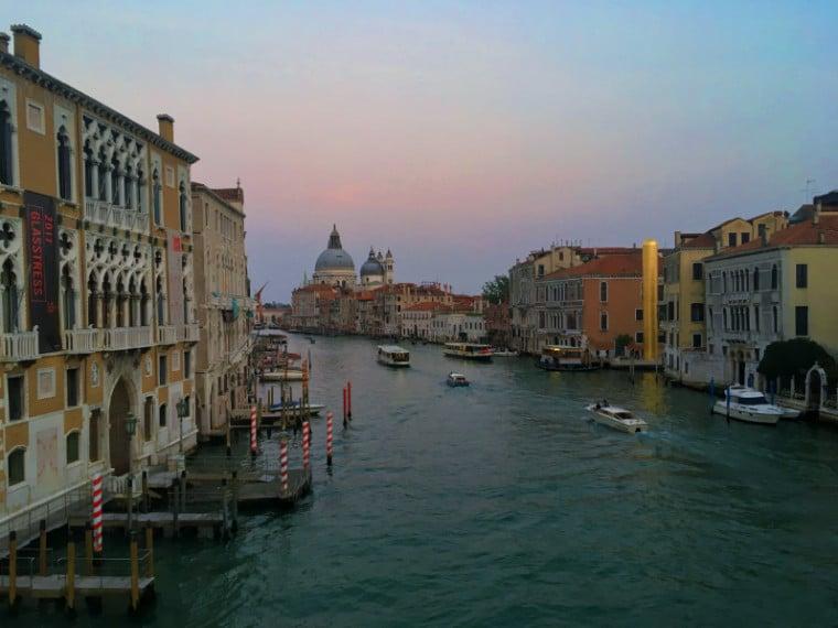 grand canal de veneza e a igreja salute