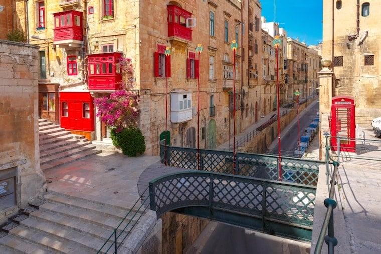 Ruas com portas coloridas em Valleta, Malta