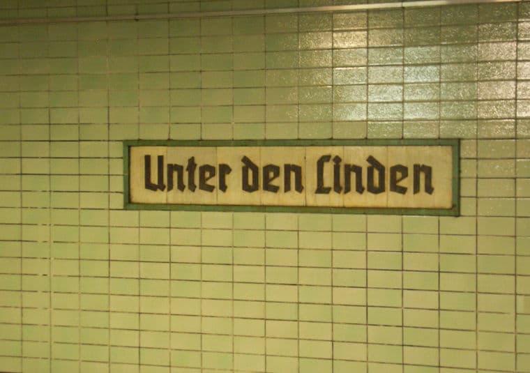 placa estação metro berlim
