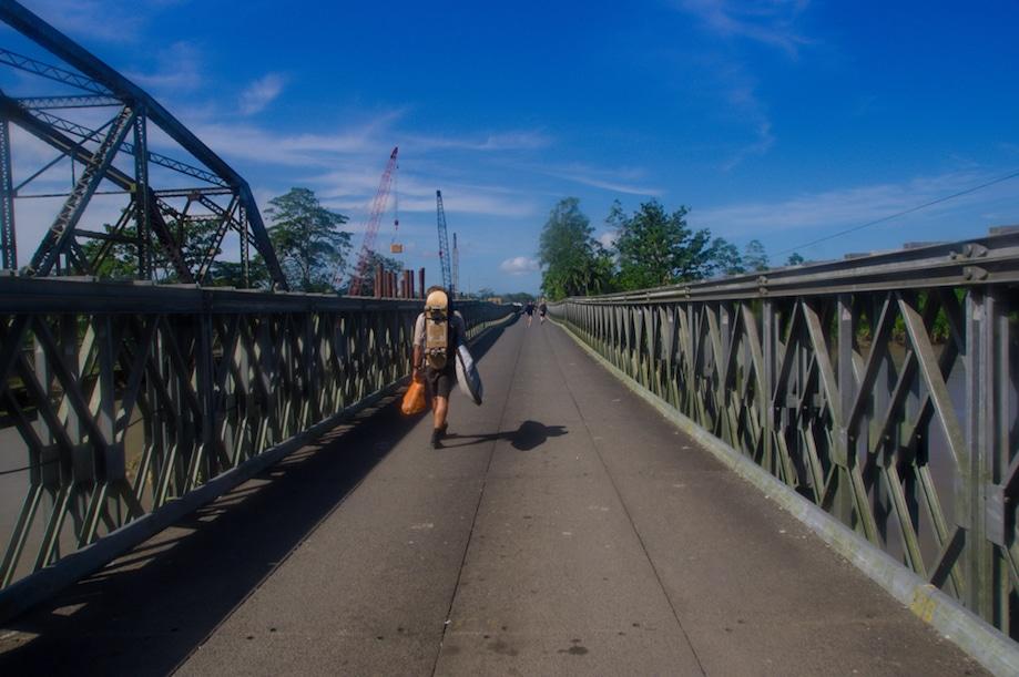 Ponte na fronteira do Panamá e da Costa Rica, pelo Caribe