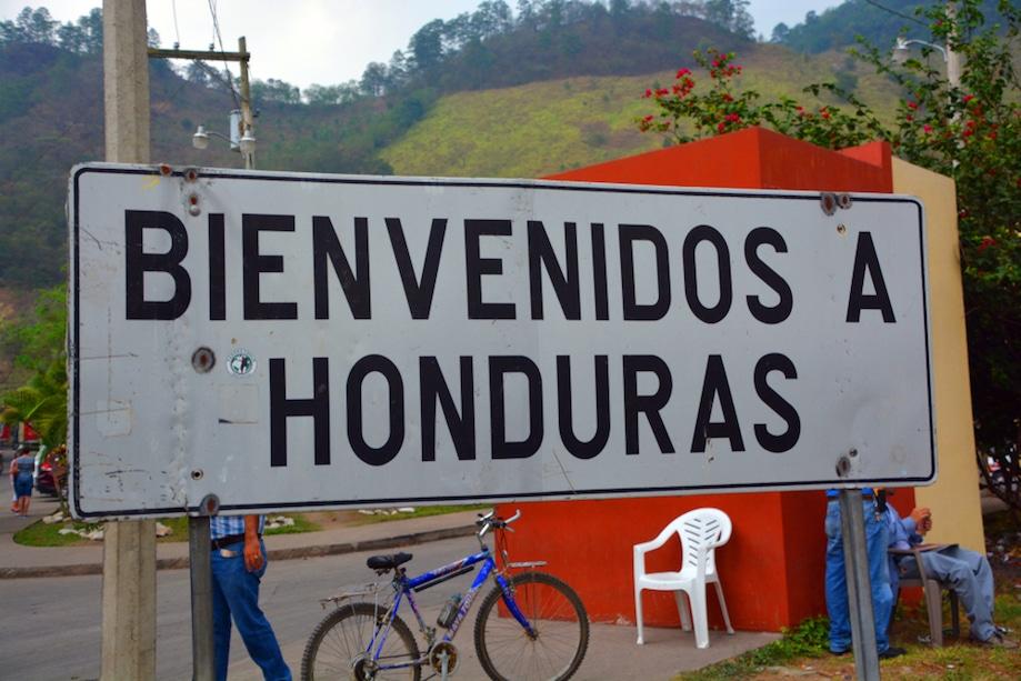 Placa de Bem Vindo à Honduras, na fronteira
