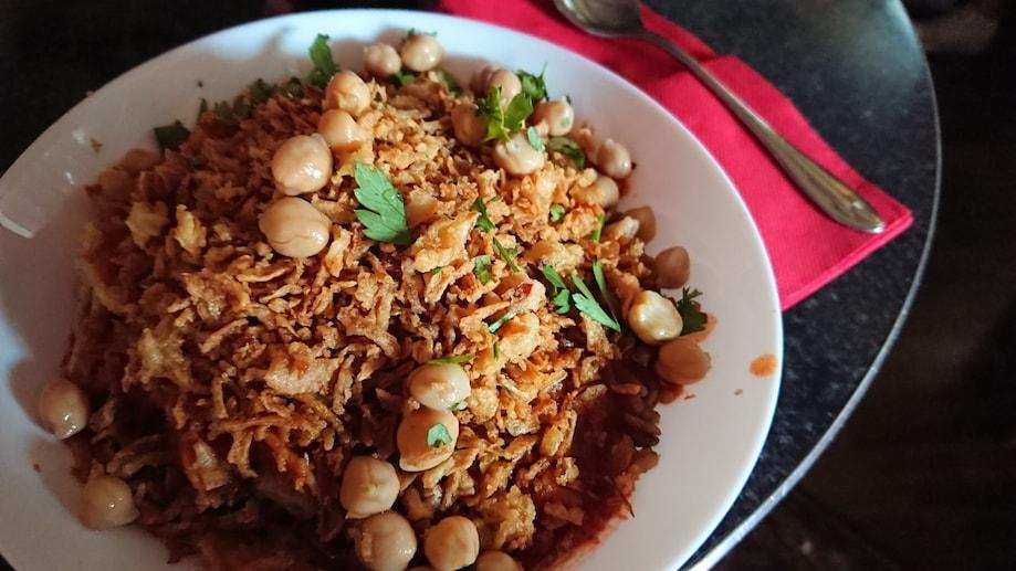 Kuschari, comida de rua típica do Egito