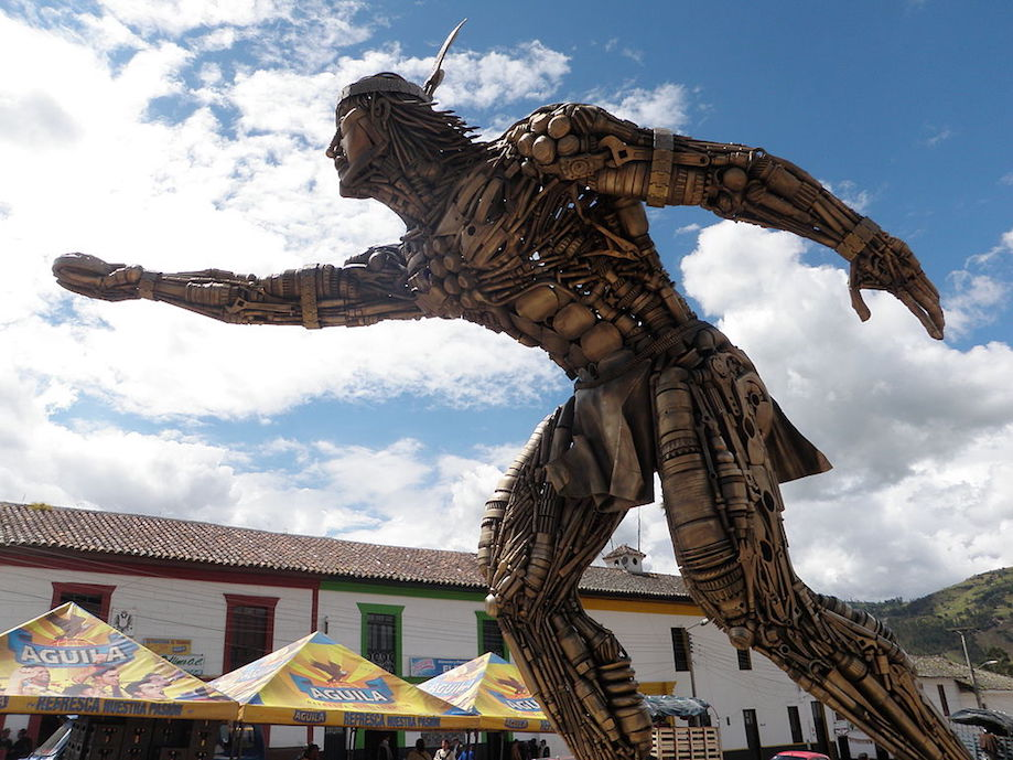Estátua em homenagem ao Tejo, esporte nacional da Colômbia