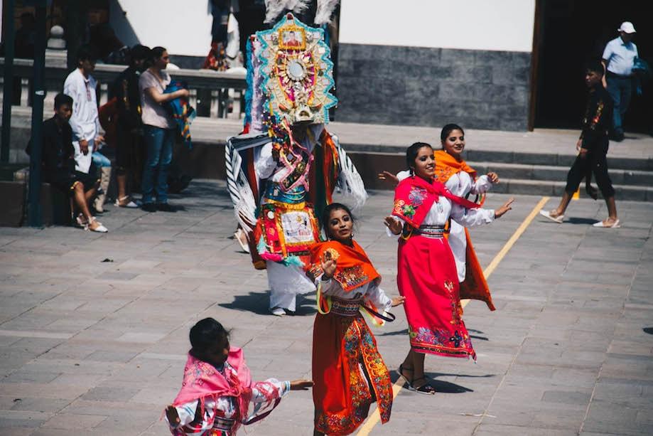 Danças típicas no Parque da Metade do Mundo, em Quito