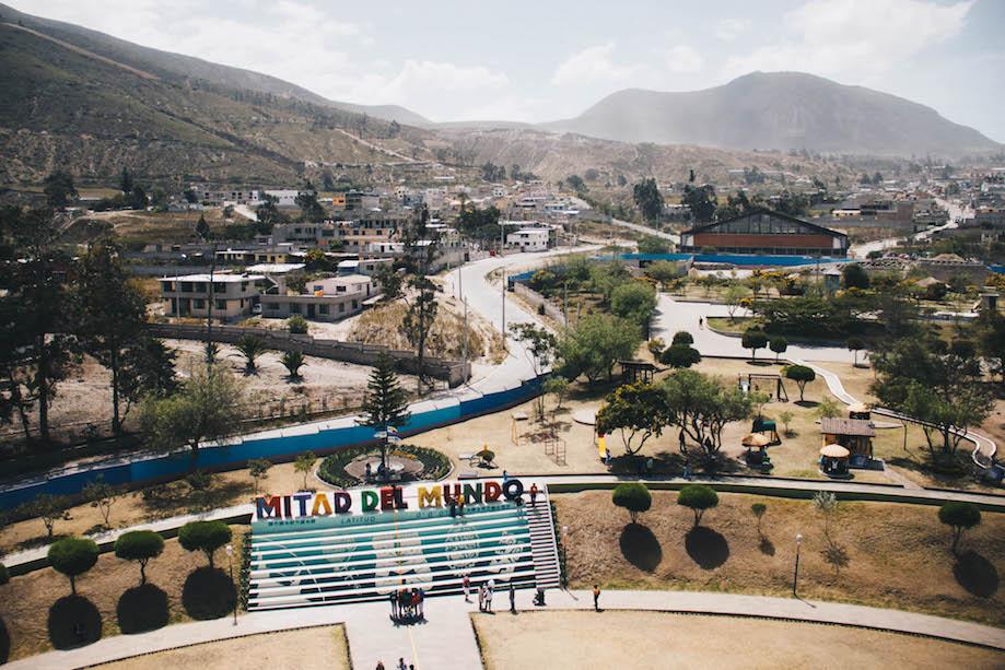 Local onde passa a linha do equador no Parque da Metade do Mundo, em Quito