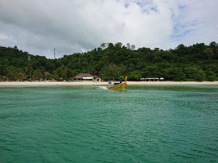 Praia paradisíaca na província de Trang, Tailândia