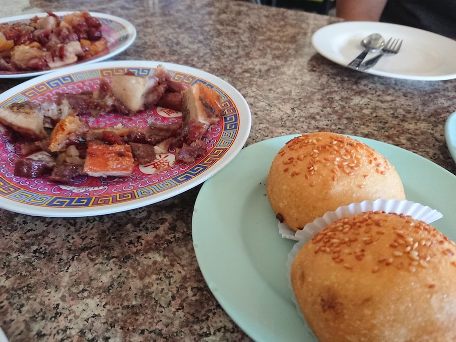 A carne de porco grelhada é um dos principais pratos da gastronomia de Trang, na Tailiandia