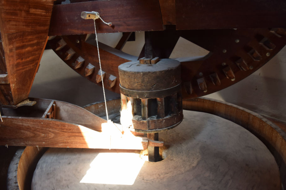 como funciona um moinho de vento engrenagem
