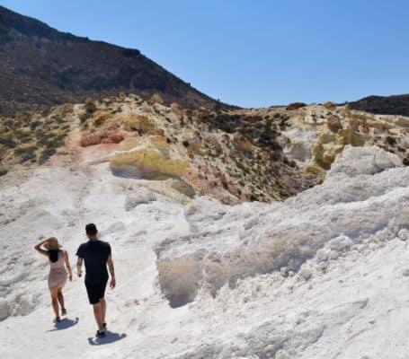 Ilha de Nisyros Grecia vulcao cratera acido