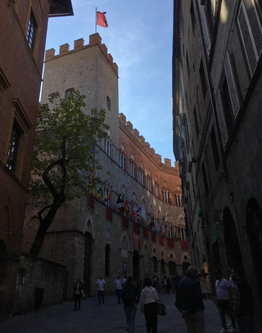 Siena Italia o que fazer rua medieval