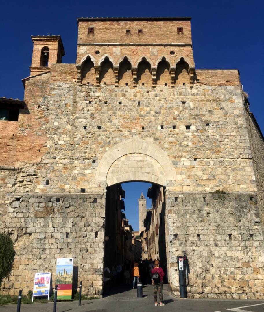 san gimignano italia porta de san giovanni
