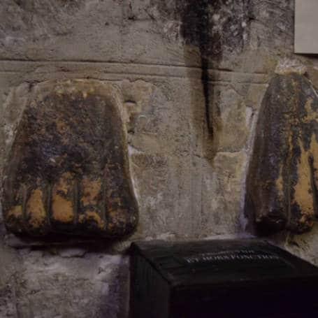 pe dos peregrinos basilica st sernin Toulouse Franca