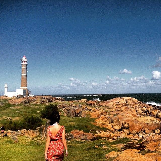 Turista em praia do Uruguai