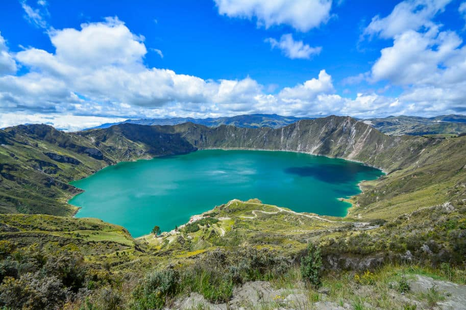 Cratera e lago do vulcao Quilotoa equador