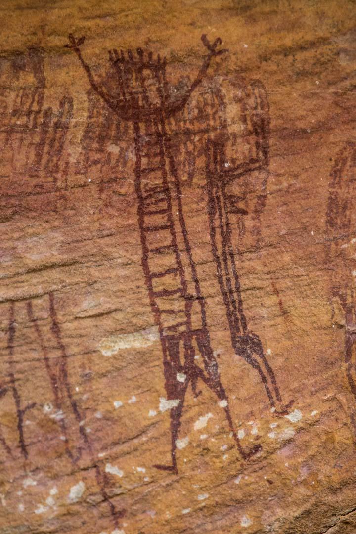 pintura com formas humanas na serra da capivara