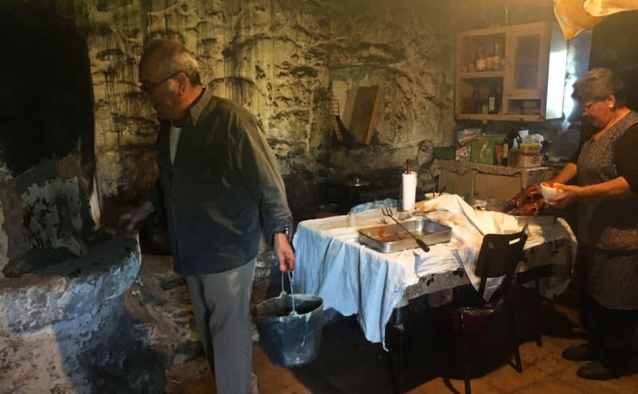 cozinha preparativos para o almoco de Páscoa