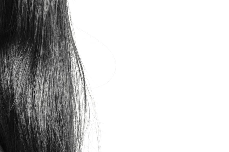 fios de cabelo grisalhos