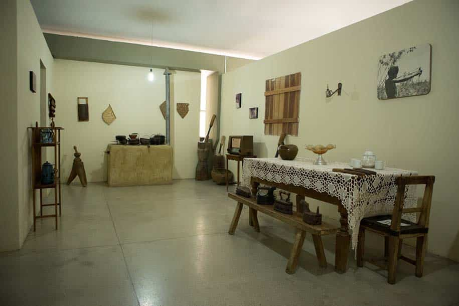 sala do museu do sertão, em petrolina, mostra casa local