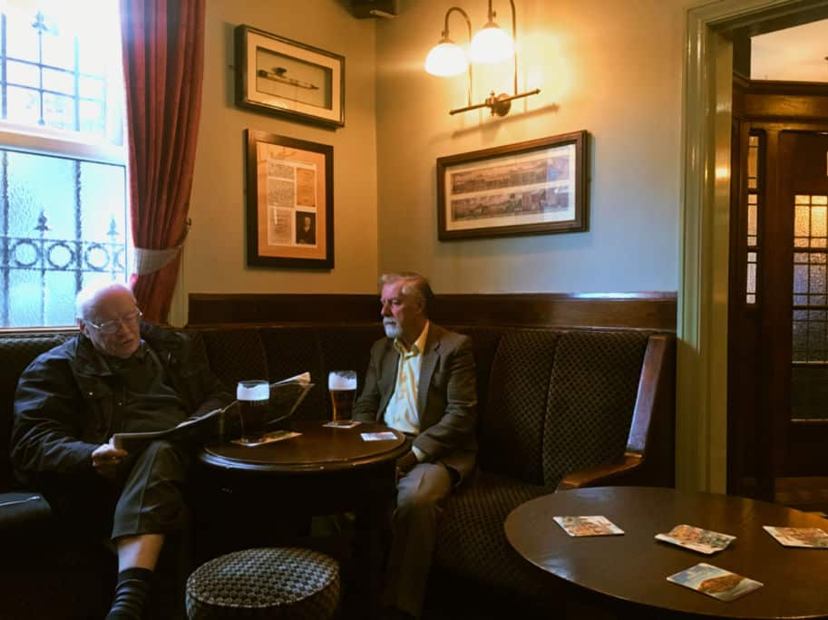 sala de um pub ingles