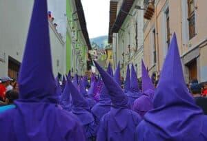 Cucurucho, o ícone católico mais esquisito do Equador