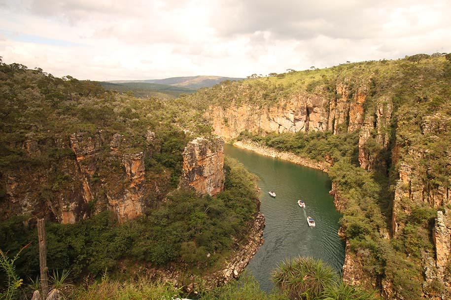 Mirante dos Cânions, com rio abaixo e barquinhos