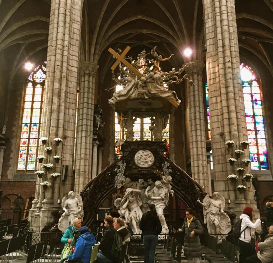 Dentro da Catedral de st Bavo em Gent Belgica