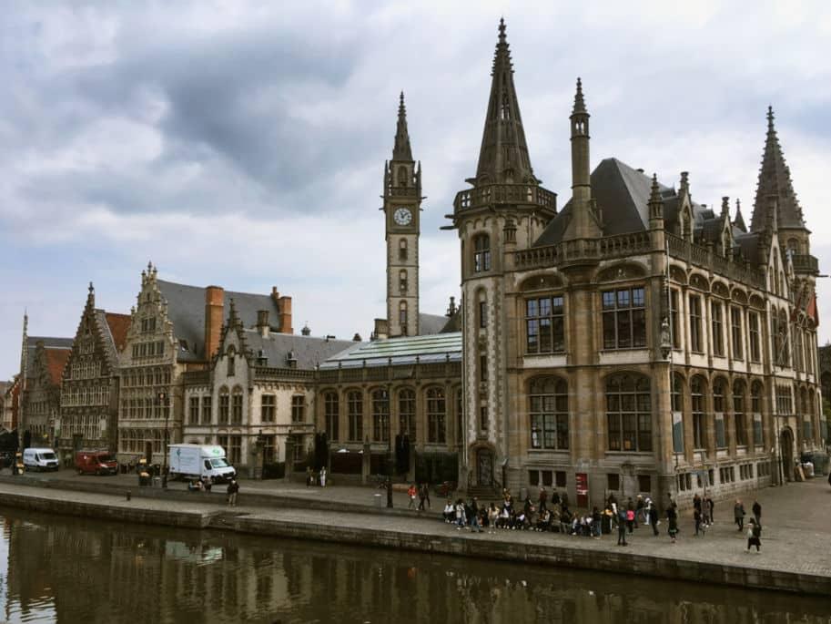 Vista da Ponte St Michel em Gent