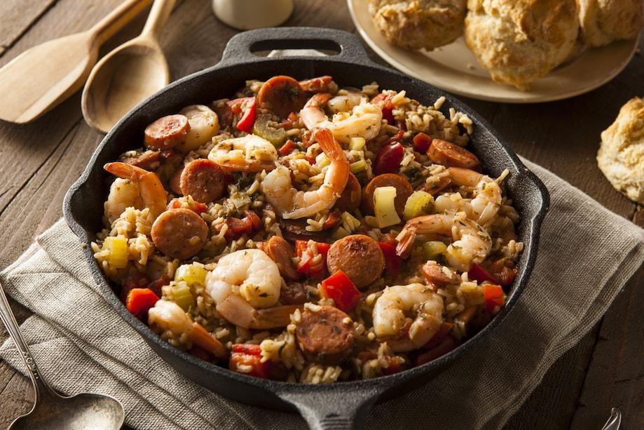 Panela de jambalaya, comida típica do sul dos Estados Unidos