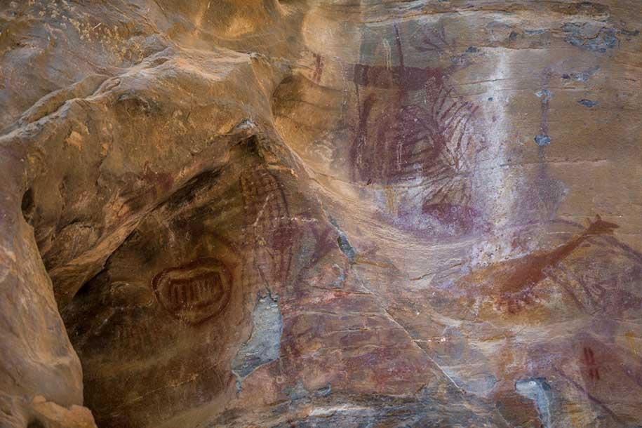 pinturas rupestres em paredão