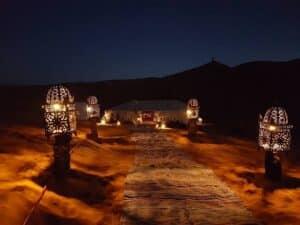 acampamento deserto do saara à noite