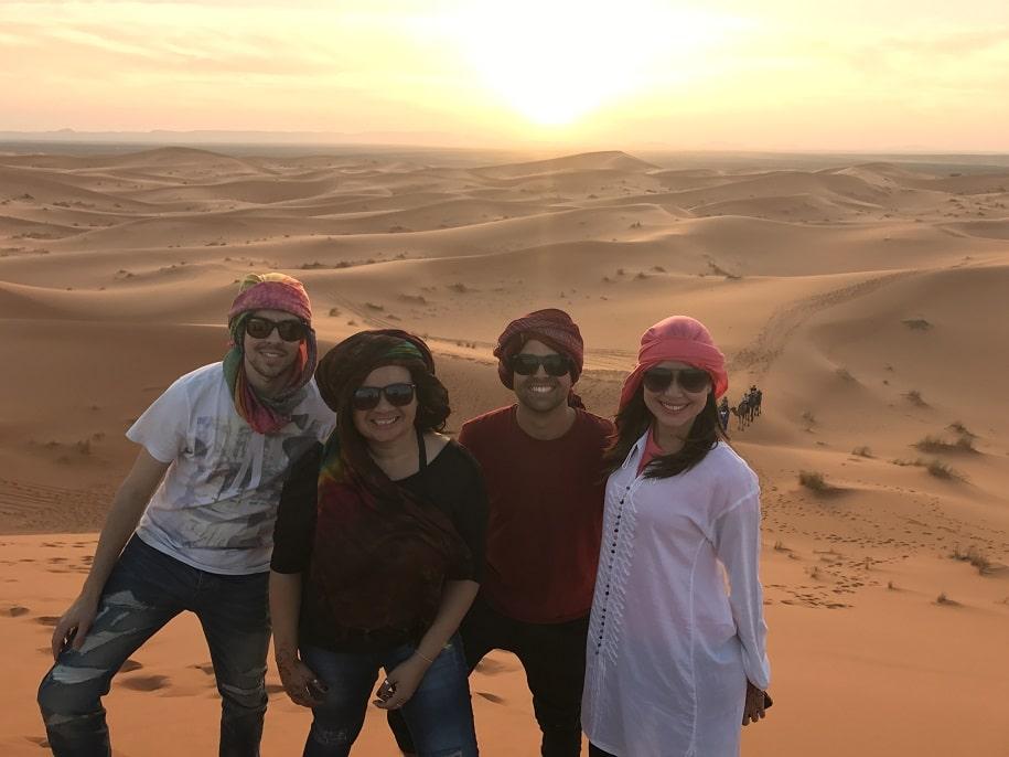 Grupo de amigos em Tour no Deserto no Marrocos