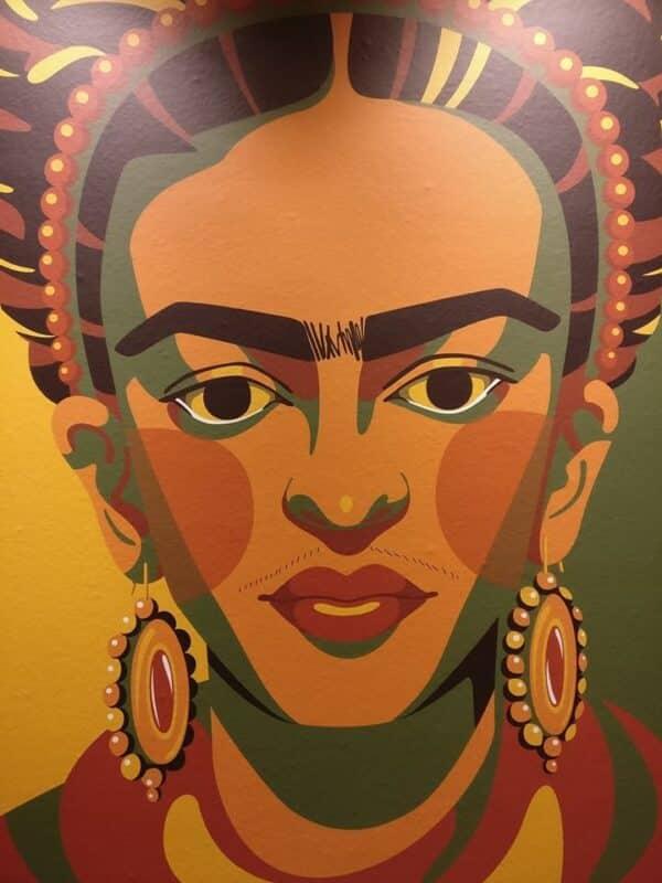 imagem de frida kahlo em tons de terra