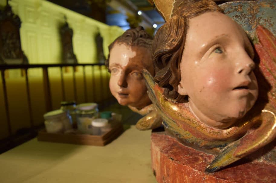 rosto de anjos restaurado e ainda danificado