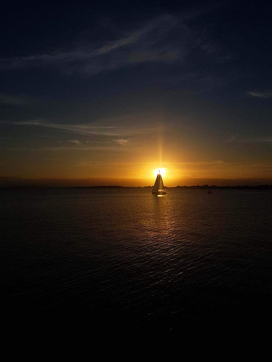 pôr do sol no Guaíba, em Porto Alegre