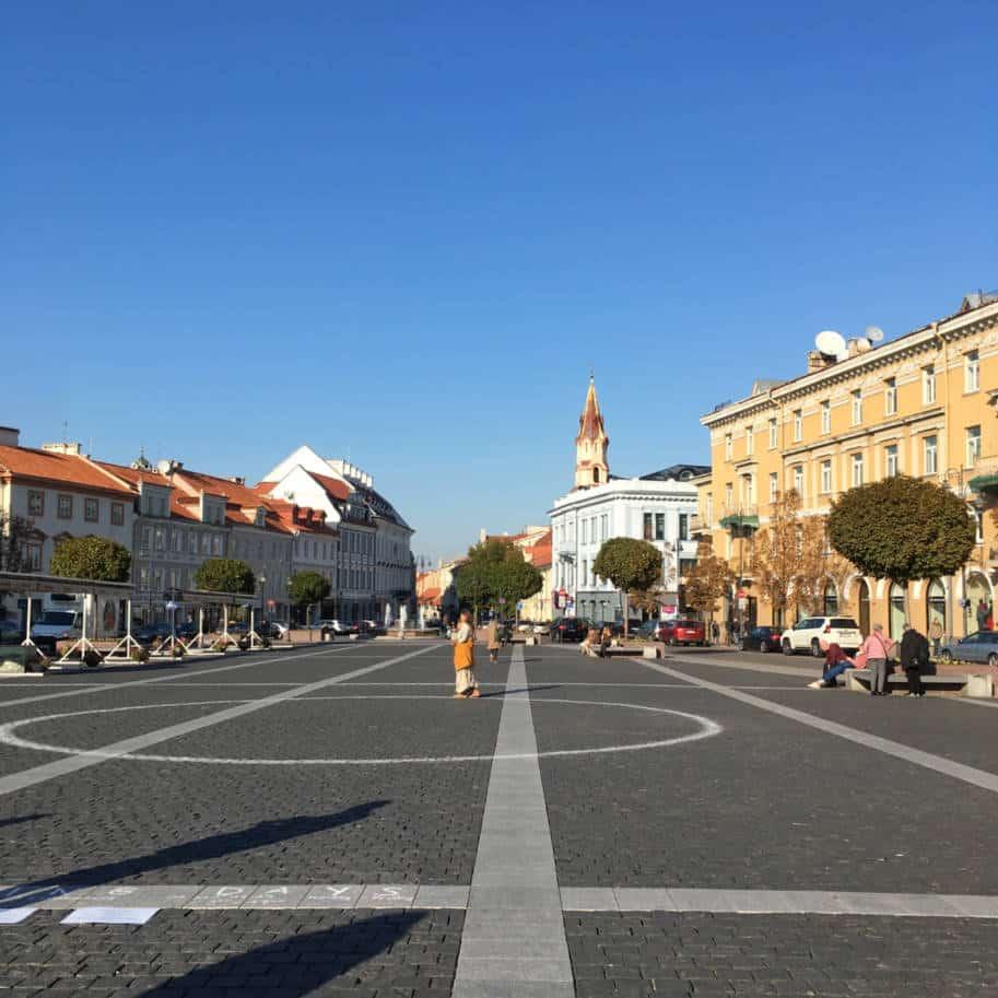 town hall square em vilnius o que fazer